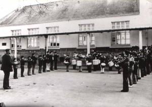 Le bagad d'Ergué-Armel a vu le jour à cette époque. Jean QUERE, sonneur au bagad KEMPER en 1954, est à l'origine de la création du bagad d'Ergué-Armel avec Jean FOUCAUD. Il a donné leurs premiers cours de bombarde, batterie et cornemuse aux enfants d'Ergué-Armel pour animer les kermesses et fêtes de quartier. De 1962 à 1980, il s'est occupé du groupe pratiquement seul.